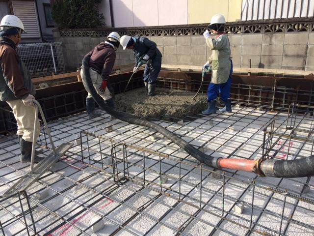 コンクリート打設の開始です。