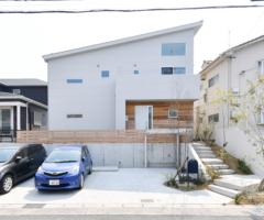 【愛知県知多市】共働きご夫婦が家事と趣味を思いっきり楽しむ!大きな吹き抜けのある大空間LDKの家