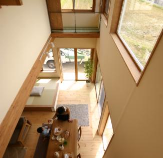 【愛知県東浦町】のどかな場所で子育てをしたい。大きな窓に囲まれたLDKで、光と風と自然を取り込む、天然木のぬくもり溢れるナチュラルな家。