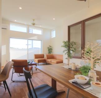 【名古屋市守山区】サバゲーが趣味のご主人と、カフェ風インテリアが好きな奥様の30代夫婦が建てる、勾配天井と2Fアウトドアリビングのある家