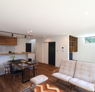 【名古屋市南区】耐震基準を満たしていないご実家を建て替え! 街中の33坪コンパクトでもひろびろ大空間を実現!