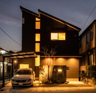 【大府市月見町】細部までこだわり抜いた、坪庭と間接照明のある「夜もカッコいい」マイホーム