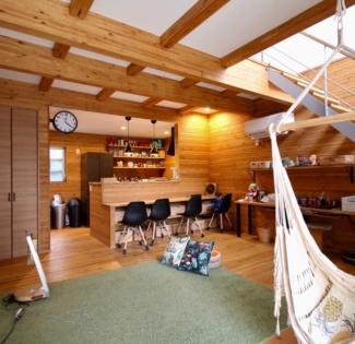 【名古屋市西区】キャンプ好きなご家族とネコが暮らすログハウスの様な家